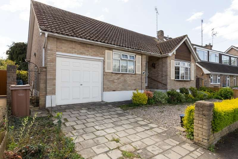 2 Bedrooms Bungalow for sale in Lonsdale Avenue, Hutton, BRENTWOOD, Essex, CM13