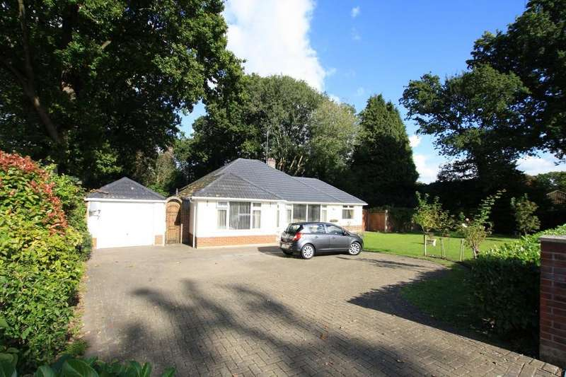 3 Bedrooms Detached Bungalow for sale in Gallows Drive, West Parley, FERNDOWN