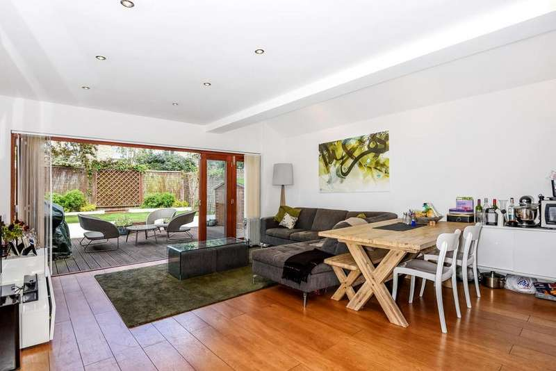 2 Bedrooms Flat for sale in Engadine Street, Southfields