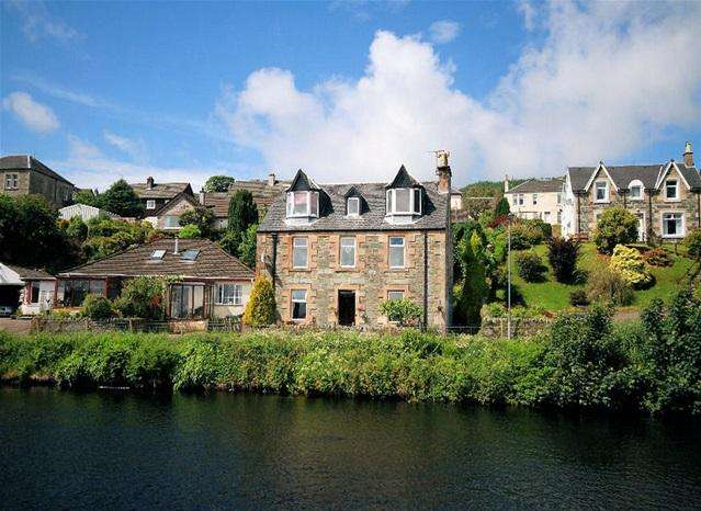 3 Bedrooms Flat for sale in Toberdarroch, West Bank Road, Ardrishaig, PA30 8HB