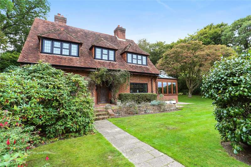 4 Bedrooms Detached House for sale in Alma Lane, Farnham, Surrey, GU9