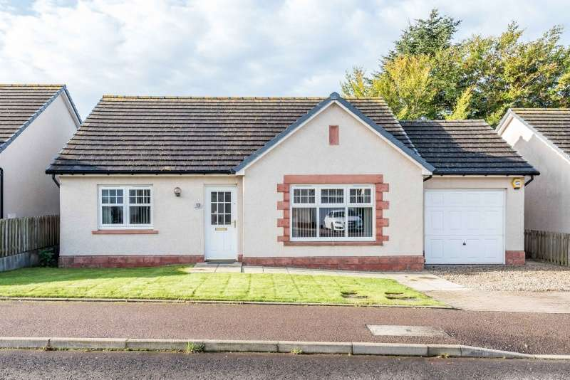 3 Bedrooms Bungalow for sale in Beattie Place, Laurencekirk, Aberdeenshire, AB30 1GQ