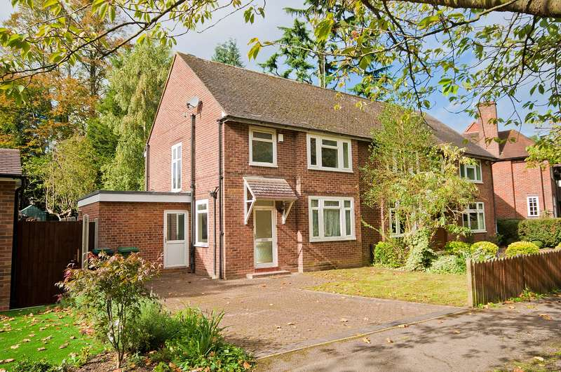 3 Bedrooms Semi Detached House for sale in North Approach, Moor Park