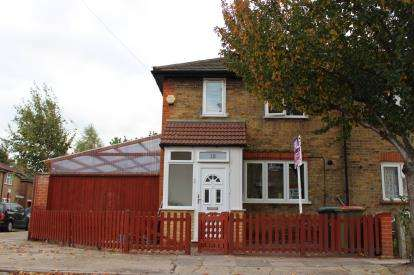 2 Bedrooms Semi Detached House for sale in Plaistow, London, England