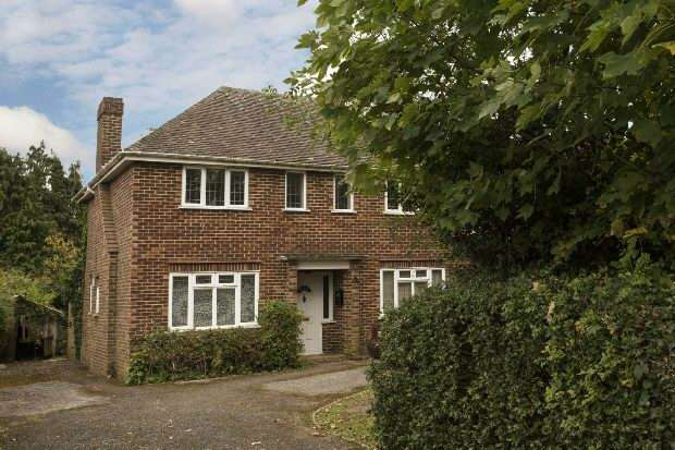 3 Bedrooms Detached House for sale in Elm Road, Earley, Reading