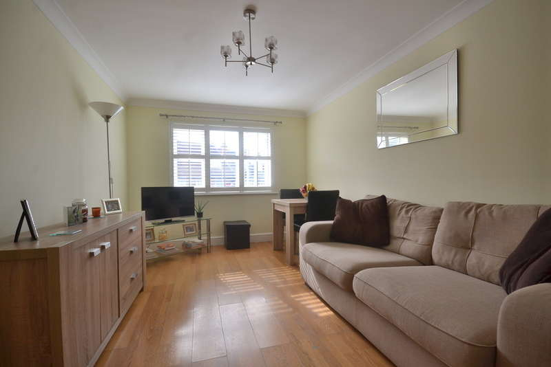1 Bedroom Flat for sale in Gladesmere Court, North Watford
