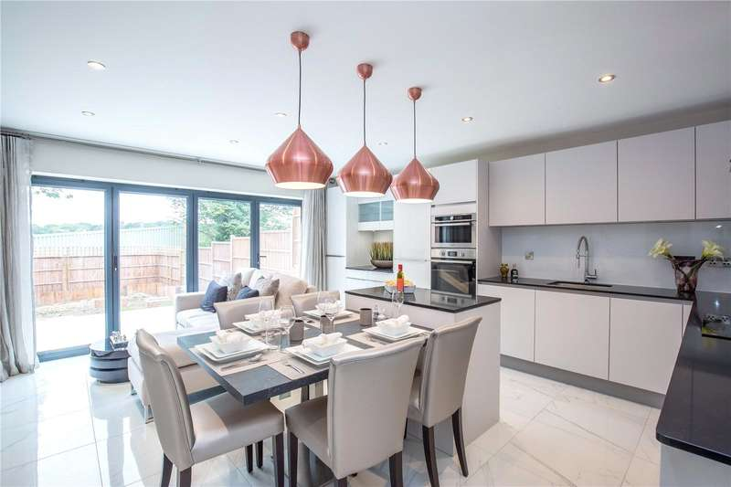 5 Bedrooms Terraced House for sale in Waterfall Road, New Southgate, London, N11