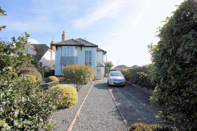 3 Bedrooms Detached House for sale in Victoria Road West, Prestatyn