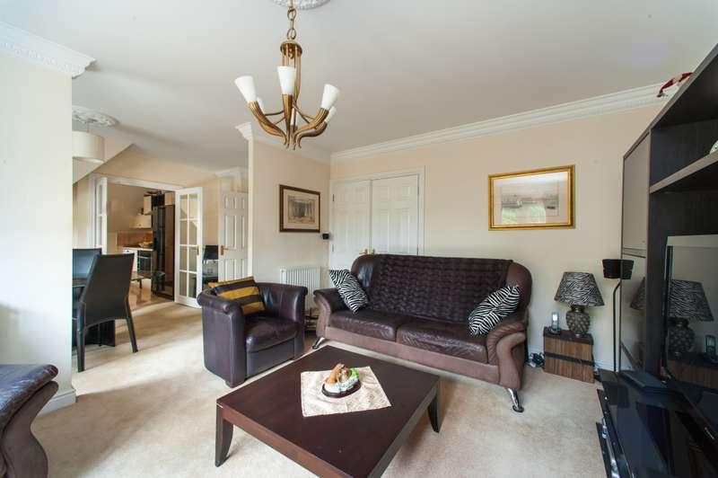 3 Bedrooms Flat for sale in Oak House, Ducks Hill Road, Northwood