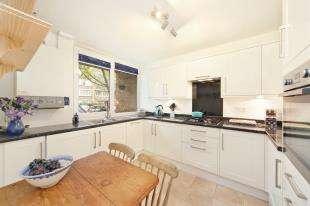 3 Bedrooms Flat for sale in Carey Gardens, Battersea, London