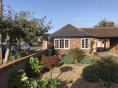 2 Bedrooms Bungalow for sale in Downland, Two Mile Ash, Milton Keynes