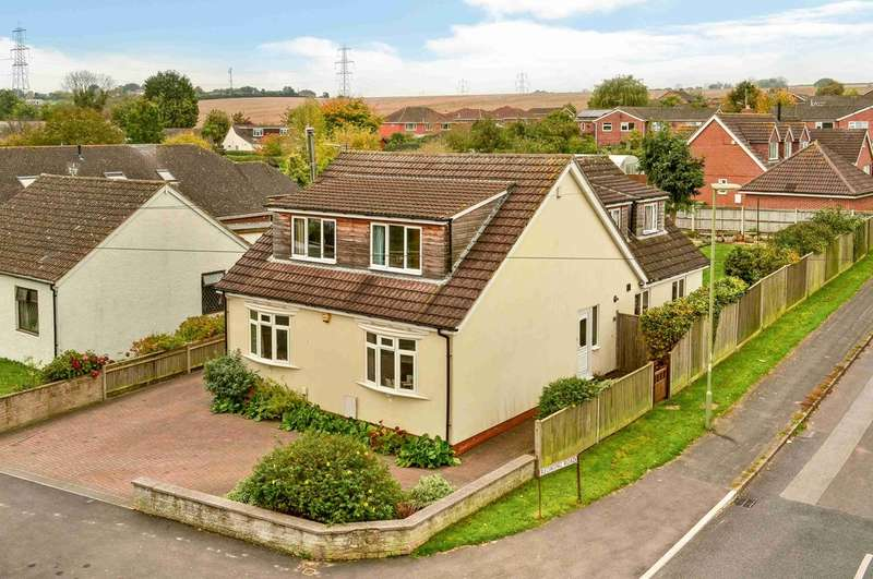 4 Bedrooms Detached House for sale in Clanfield, Hampshire