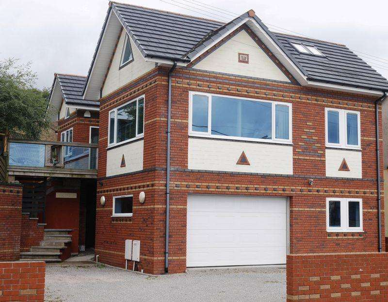 4 Bedrooms Detached House for sale in Rockfield Main Road, Llantwit Fardre, CF38 2EW