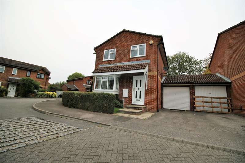 3 Bedrooms Link Detached House for sale in Galloway Close, South Ham, Basingstoke, RG22