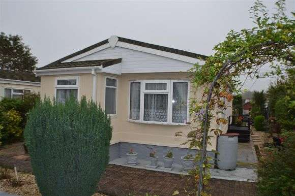 2 Bedrooms Property for sale in Fir Close, Crookham Common, Thatcham