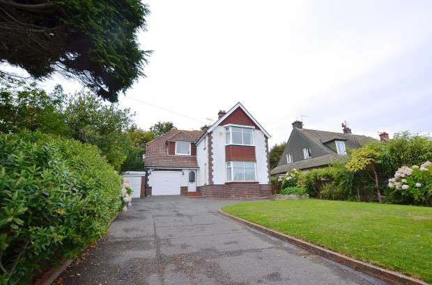 4 Bedrooms Detached House for sale in Cooden Drive, Bexhill-on-Sea, TN39