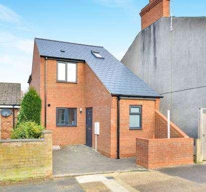 2 Bedrooms Detached House for sale in Bounty Street, New Bradwell, Milton Keynes, Buckinghamshire