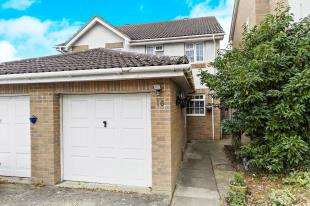 3 Bedrooms Semi Detached House for sale in Darley Close, Croydon