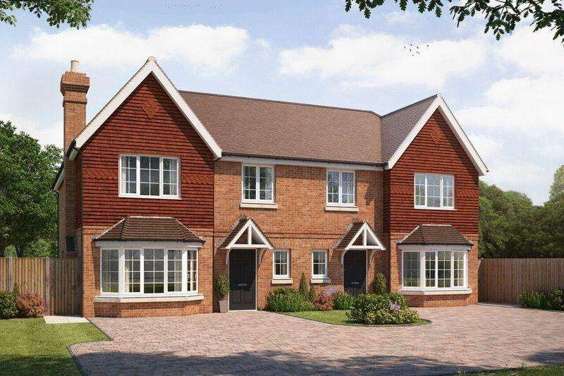 4 Bedrooms Semi Detached House for sale in High Acre Close, Fetcham