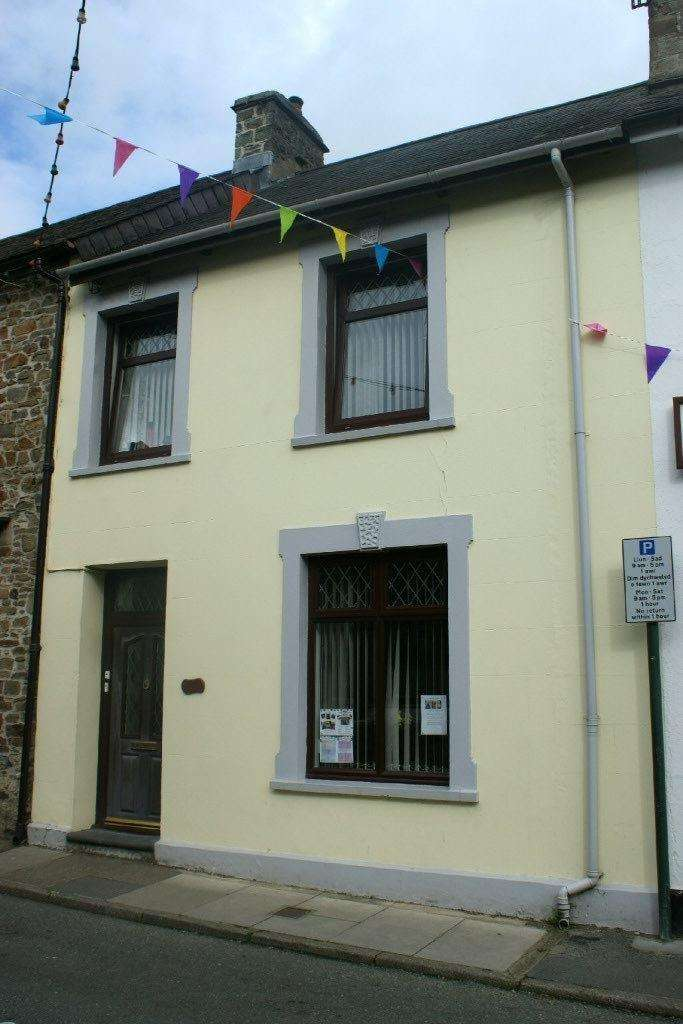 4 Bedrooms Village House for sale in 2, Lincoln Street, Llandysul, Ceredigion SA44