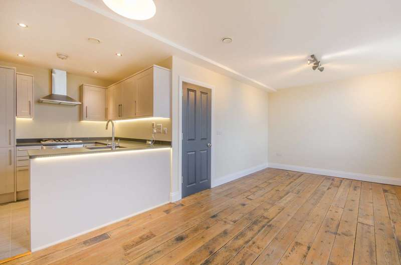 2 Bedrooms Flat for sale in Charlton Church Lane, Charlton, SE7