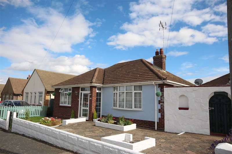 2 Bedrooms Bungalow for sale in Hillcrest, Clacton-On-Sea