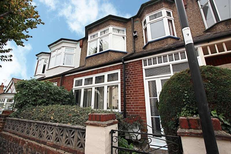 4 Bedrooms Property for sale in Glenville Avenue, Enfield