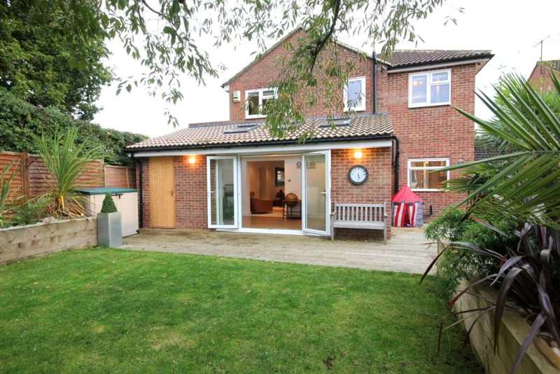 4 Bedrooms Detached House for sale in EXTENDED and SUPERBLY PRESENTED 4 or 5 BED DETACHED HOME in Hemel Hempstead