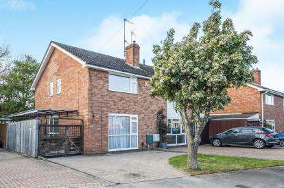 3 Bedrooms Semi Detached House for sale in Bodiam Avenue, Tuffley, Gloucester, Gloucestershire