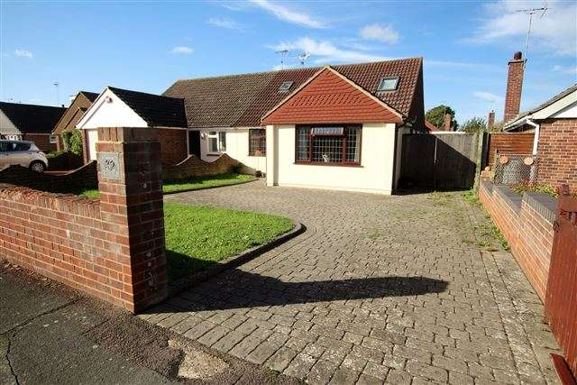 5 Bedrooms Semi Detached Bungalow for sale in Andrew Crescent, Waterlooville, Hampshire, PO7 6BE