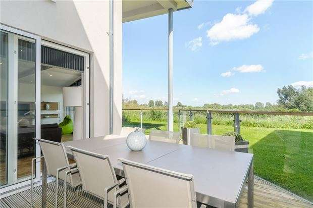 5 Bedrooms Detached House for sale in GL7 6FJ