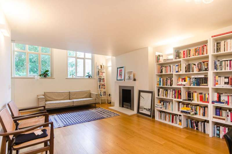 2 Bedrooms Flat for rent in Little Russell Street, Bloomsbury, WC1A