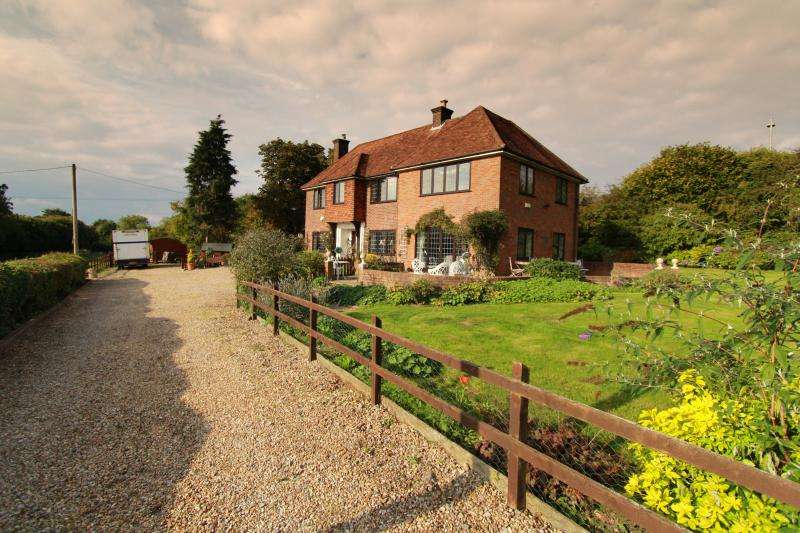 4 Bedrooms Detached House for sale in Link Road, Great Missenden HP16