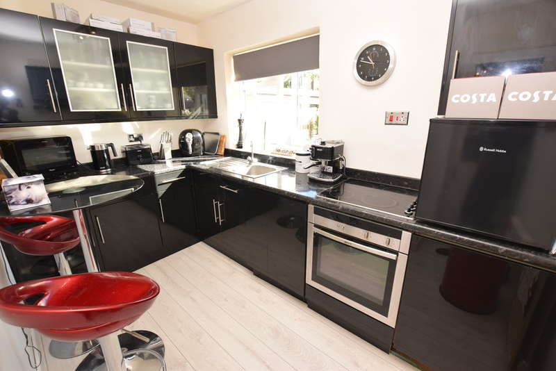 2 Bedrooms Ground Maisonette Flat for sale in Mockley Wood Road, Knowle, Solihull