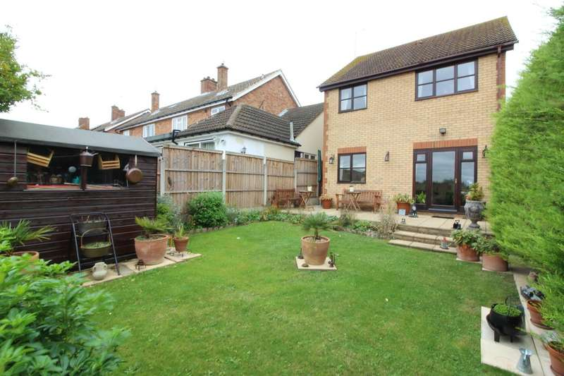 3 Bedrooms Detached House for sale in Hall Road, Aveley