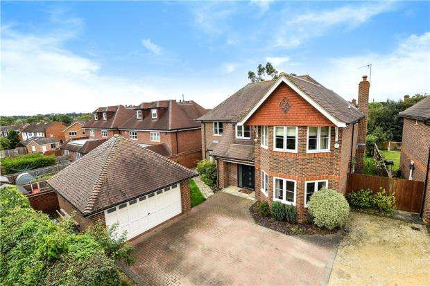 4 Bedrooms Detached House for sale in Garretts Lane, Maidenhead, Berkshire
