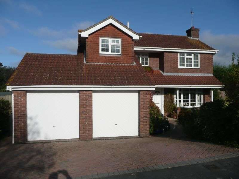 4 Bedrooms Detached House for rent in Mallow Close, Waterlooville, PO7
