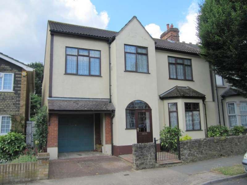 4 Bedrooms House for sale in Forest Road, Romford, RM7