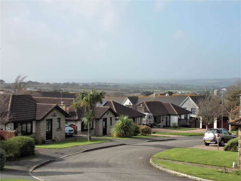 2 Bedrooms Detached Bungalow for sale in Meadow View, Goldsthiney, Penzance