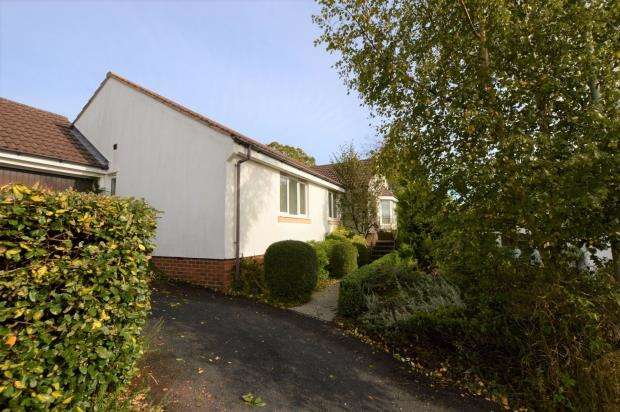 3 Bedrooms Detached Bungalow for sale in Southfield Drive, Crediton, Devon