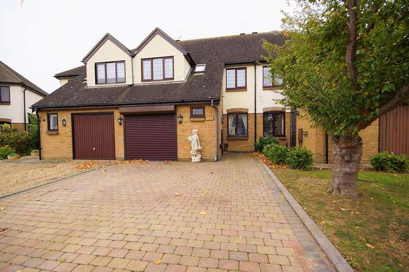 4 Bedrooms Terraced House for sale in Fitzwarren, Shoeburyness, * BISHOPSTEIGNTON AREA *