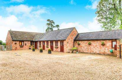 3 Bedrooms Barn Conversion Character Property for sale in Lower Spring Farm, Gaydon Road, Southam, Warwickshire