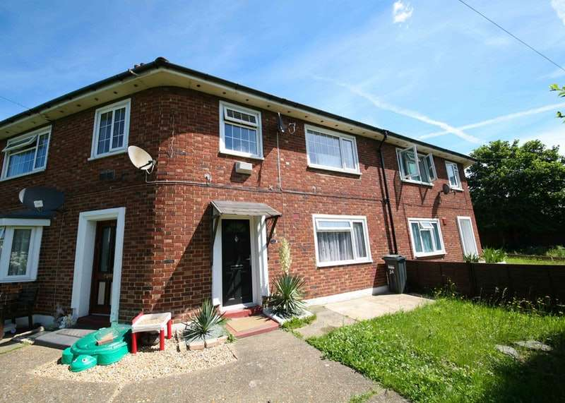 4 Bedrooms Maisonette Flat for sale in Green Lane, Hounslow, Middlesex, TW4