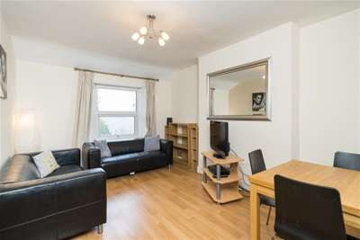 3 Bedrooms Flat for rent in Harvard Road, Chiswick, W4