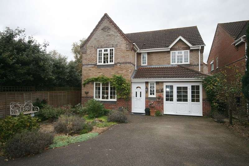 5 Bedrooms Detached House for sale in Bracken Drive, Attleborough