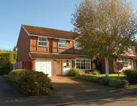 4 Bedrooms Detached House for sale in Rea Close, East Hunsbury, Northampton NN4 0RE