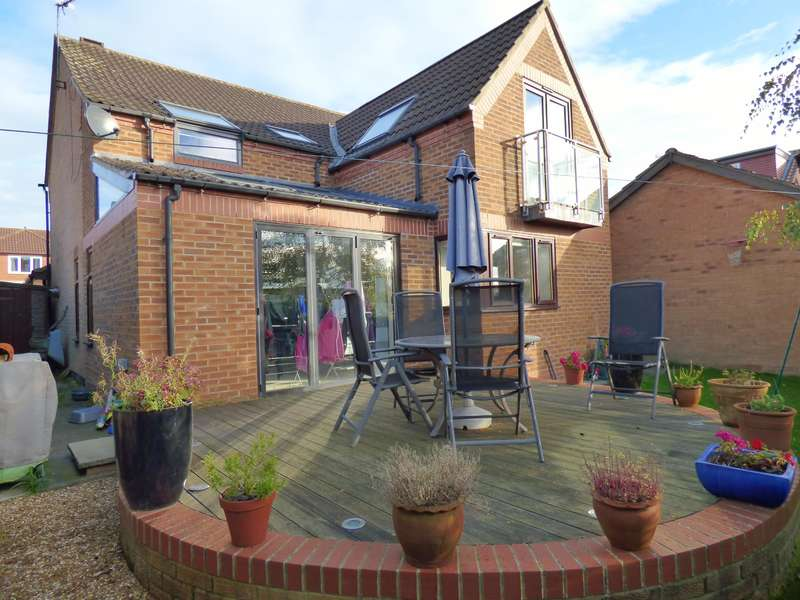 4 Bedrooms Detached House for sale in Sackville Close, Beverley, HU17 8XF
