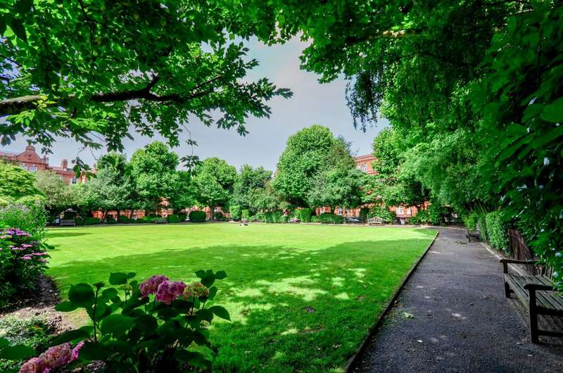 2 Bedrooms Flat for sale in Gainsborough Mansions, Barons Court, W14
