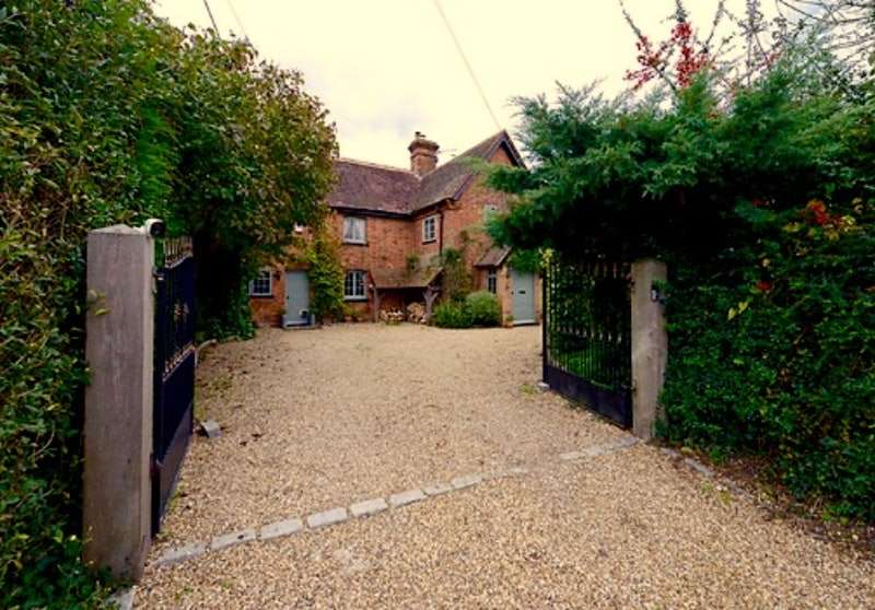 2 Bedrooms Cottage House for sale in Beenham, Reading, Berkshire, RG7