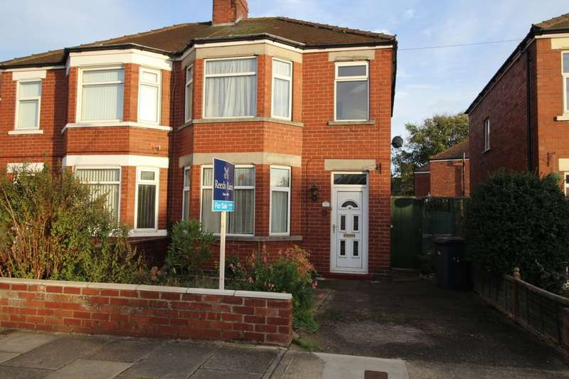 3 Bedrooms Semi Detached House for sale in Plantation Drive, York, YO26